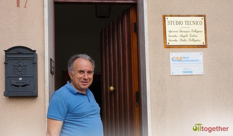Il Dott. Giuseppe Pellegrino di fronte al suo Studio a Fulgatore - TP